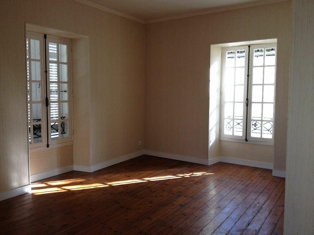 Appartement à louer 5 107m2 à Saint-Astier vignette-1