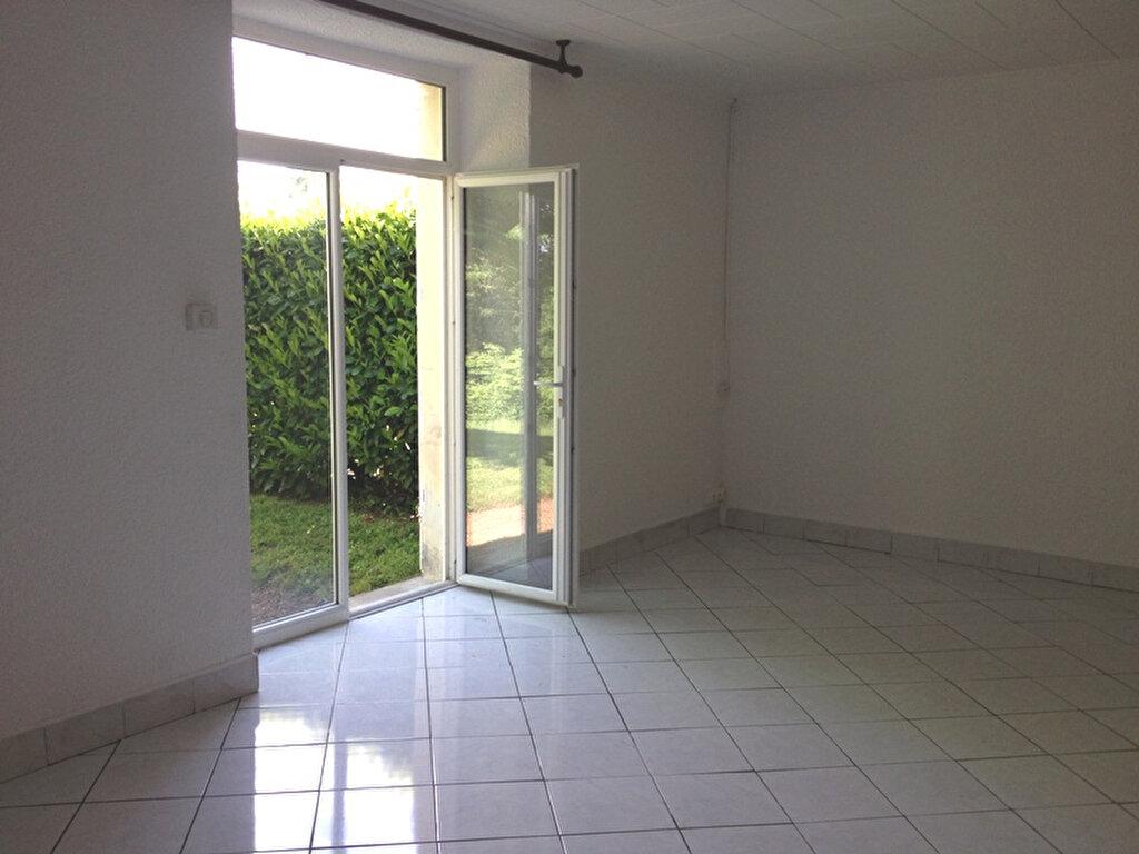 Maison à louer 5 125m2 à Vallereuil vignette-4