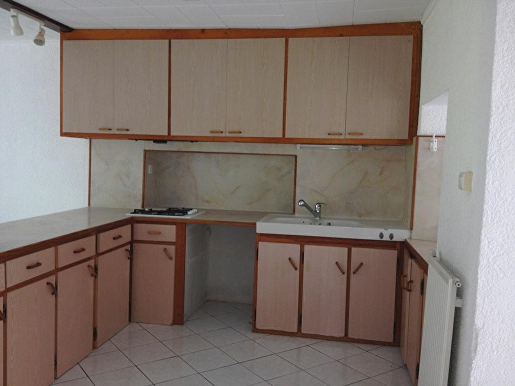 Maison à louer 5 125m2 à Vallereuil vignette-6