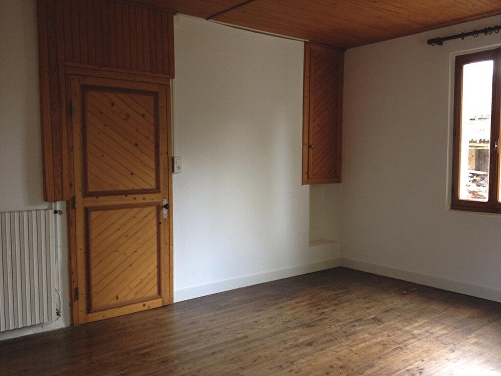 Maison à louer 5 125m2 à Vallereuil vignette-9