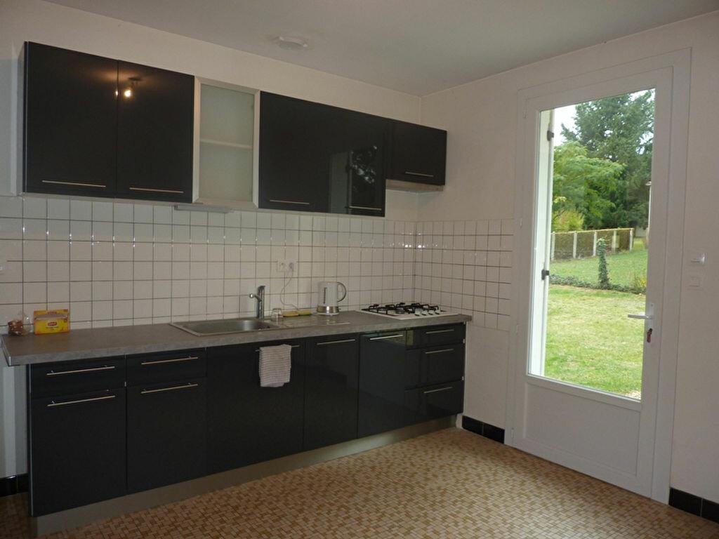 Maison à louer 4 90m2 à Neuvic vignette-4