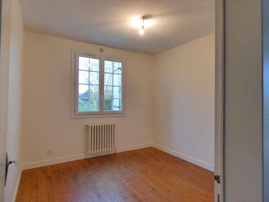 Maison à louer 4 90m2 à Neuvic vignette-6