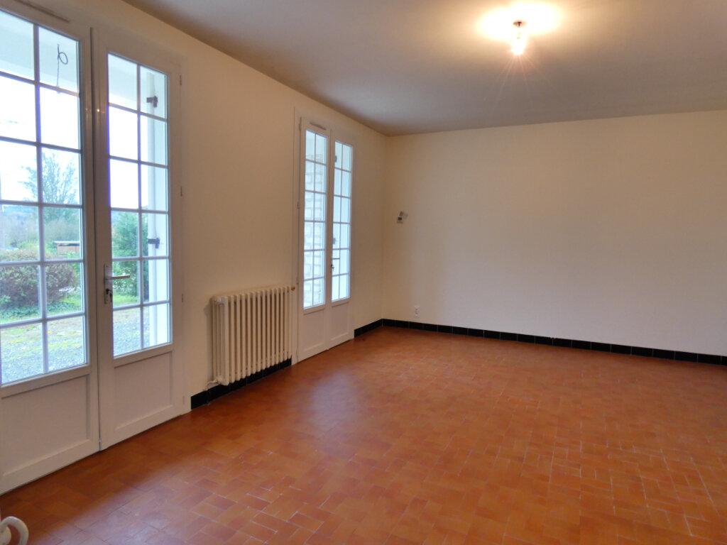 Maison à louer 4 90m2 à Neuvic vignette-7