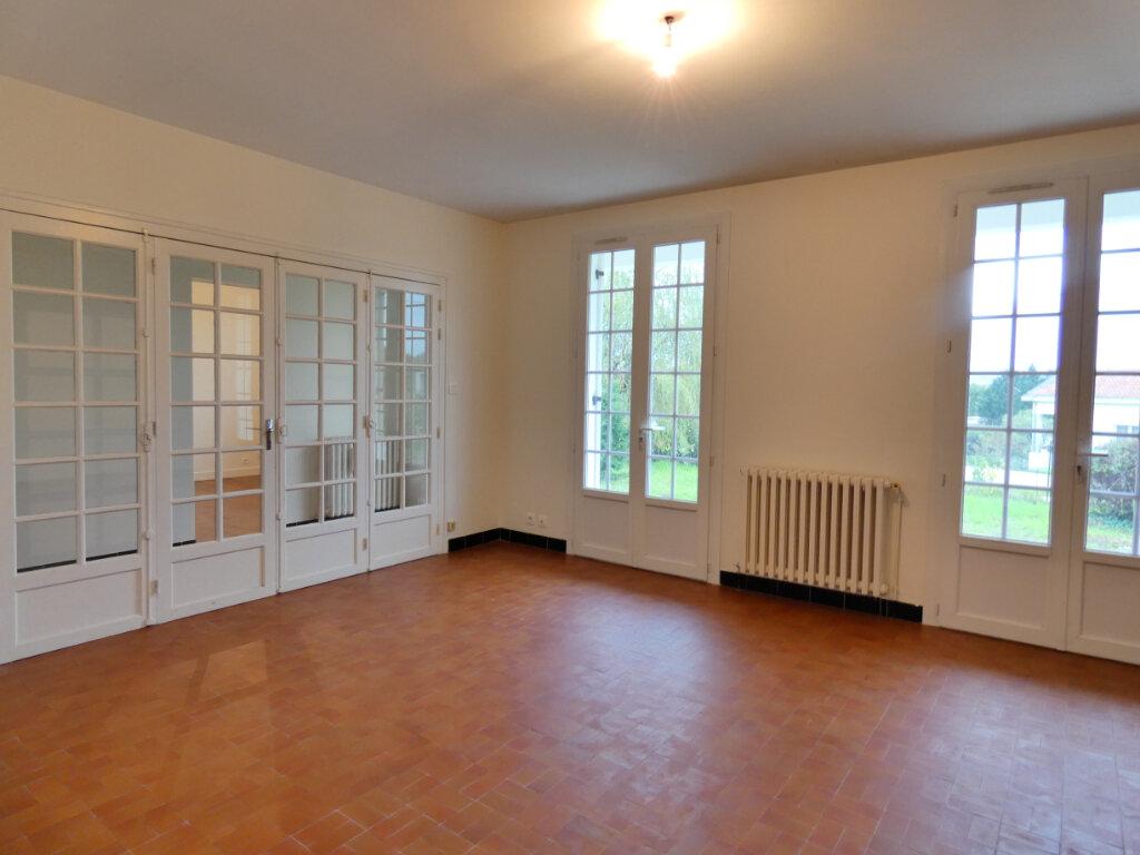 Maison à louer 4 90m2 à Neuvic vignette-8