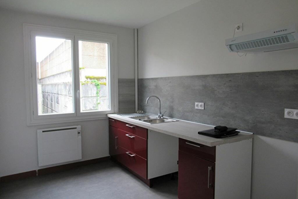 Appartement à louer 3 70m2 à Périgueux vignette-2