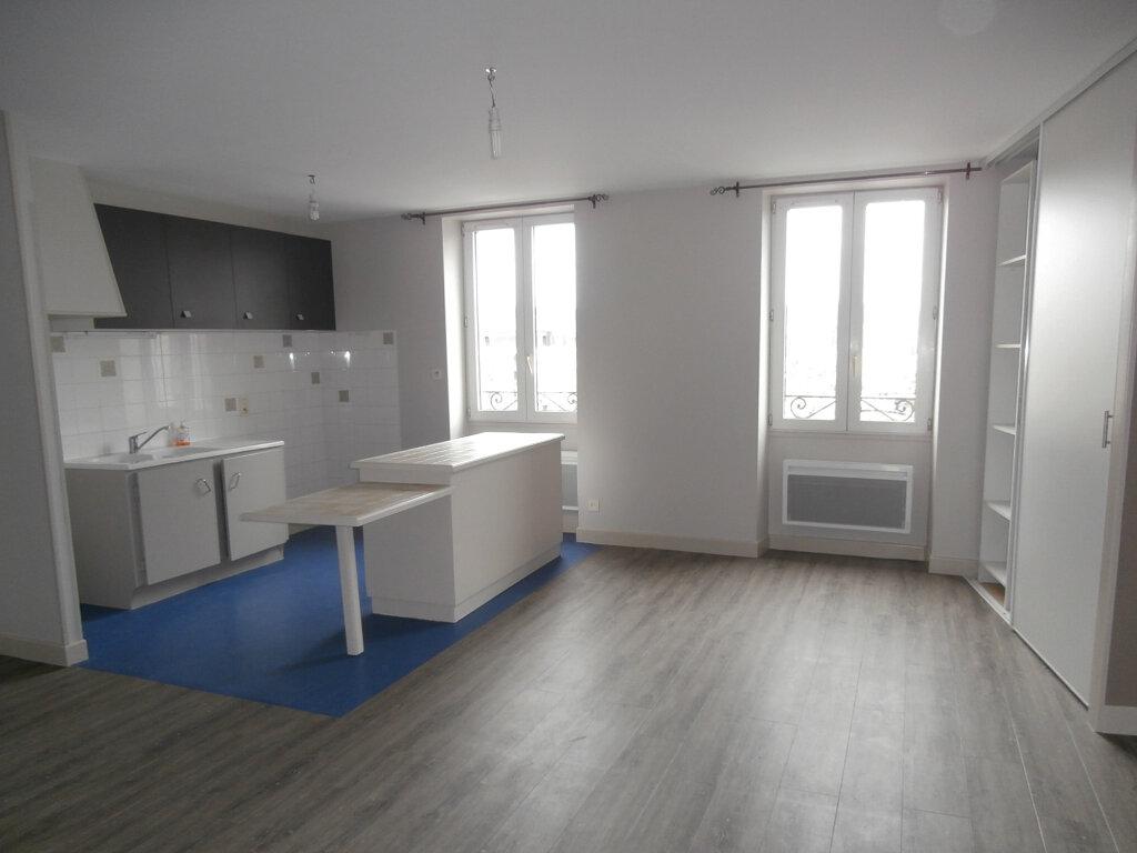 Appartement à louer 3 56m2 à Terrasson-Lavilledieu vignette-2