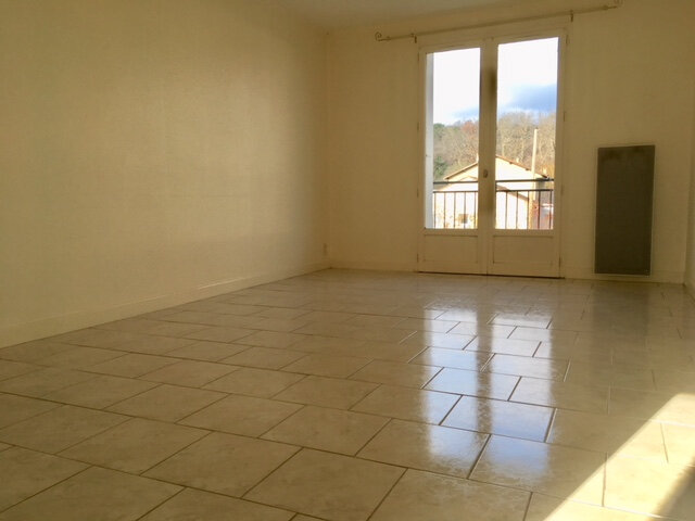 Appartement à louer 3 63.53m2 à Terrasson-Lavilledieu vignette-2