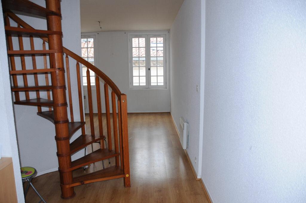 Appartement à louer 3 60m2 à Périgueux vignette-2