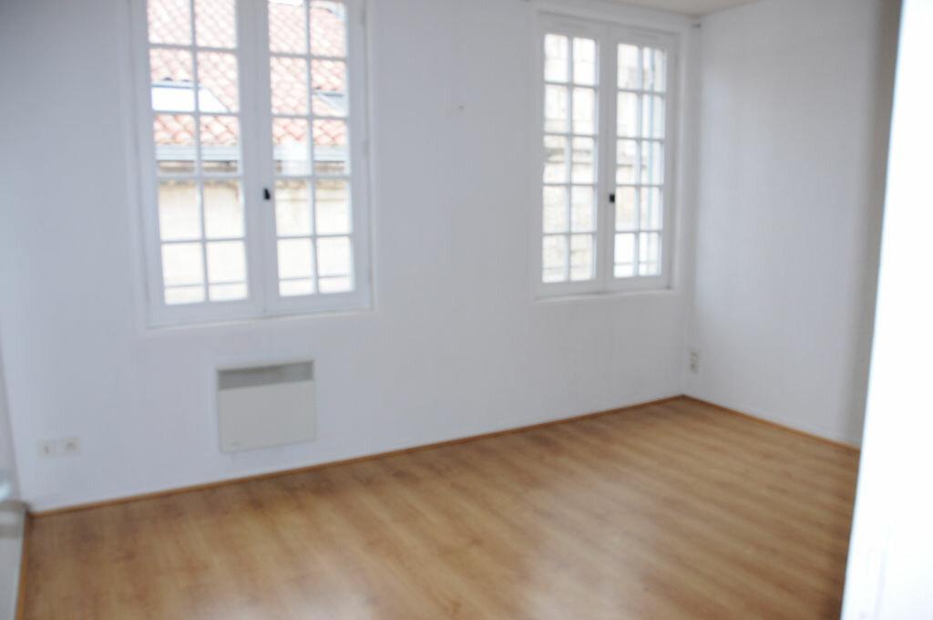 Appartement à louer 3 60m2 à Périgueux vignette-3