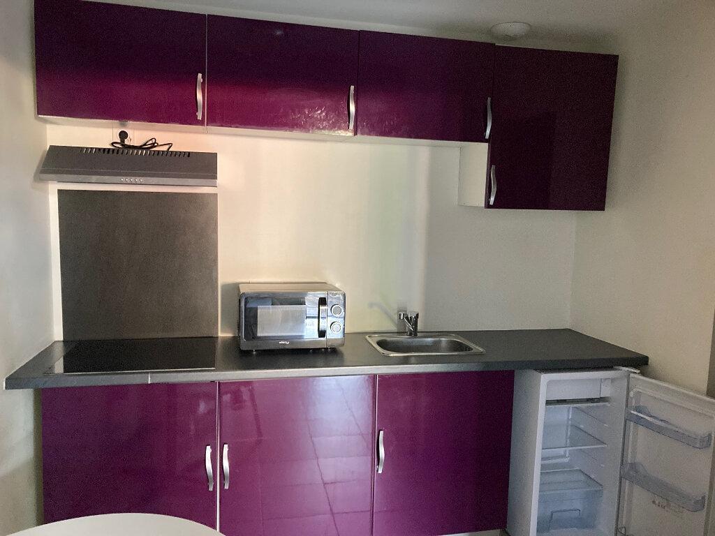 Appartement à louer 1 24m2 à Périgueux vignette-3