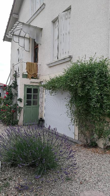 Maison à louer 4 110m2 à Saint-Astier vignette-1