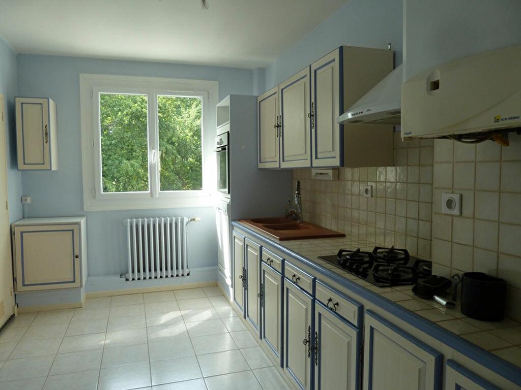 Appartement à louer 2 60m2 à Périgueux vignette-1