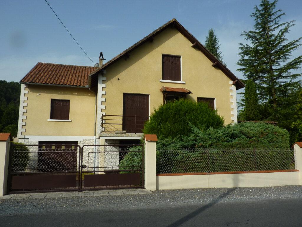 Maison à louer 5 120m2 à Montrem vignette-4
