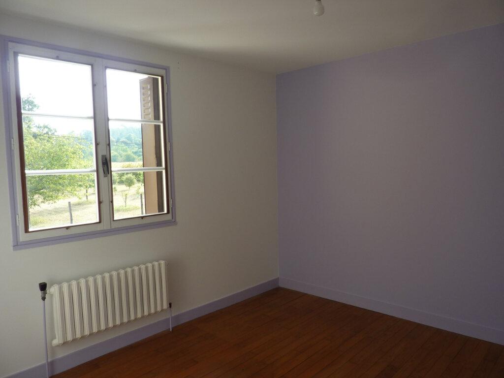 Maison à louer 5 120m2 à Montrem vignette-10