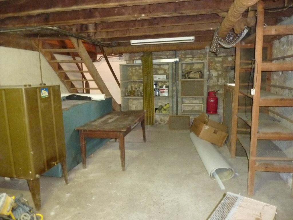 Maison à louer 5 120m2 à Montrem vignette-12