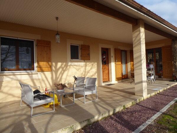 Maison à vendre 4 105m2 à Léguillac-de-l'Auche vignette-1