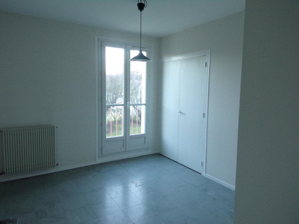 Appartement à louer 3 69.35m2 à Périgueux vignette-5