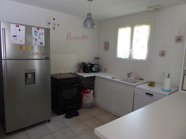 Maison à louer 4 80m2 à Neuvic vignette-4