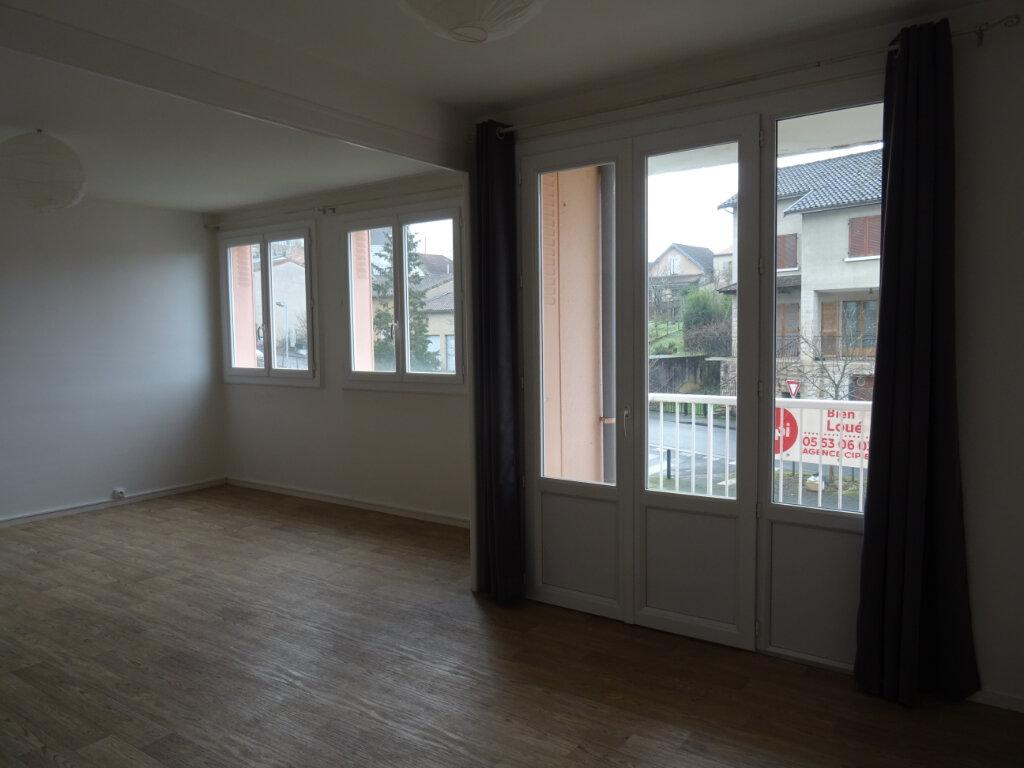 Appartement à louer 3 67.67m2 à Périgueux vignette-1