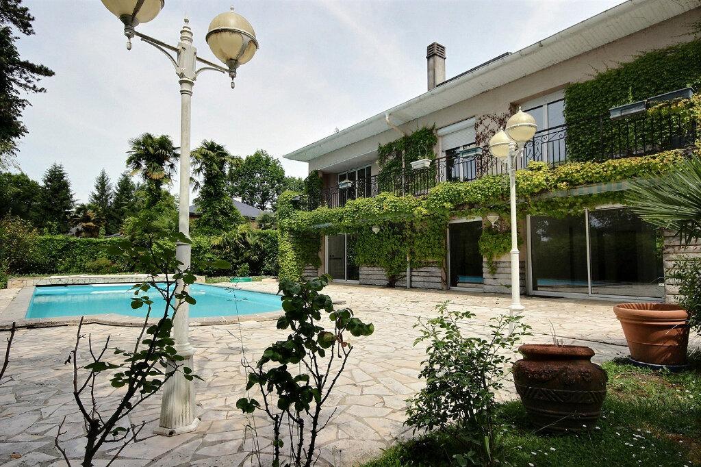 Maison à vendre 7 320m2 à Pau vignette-1