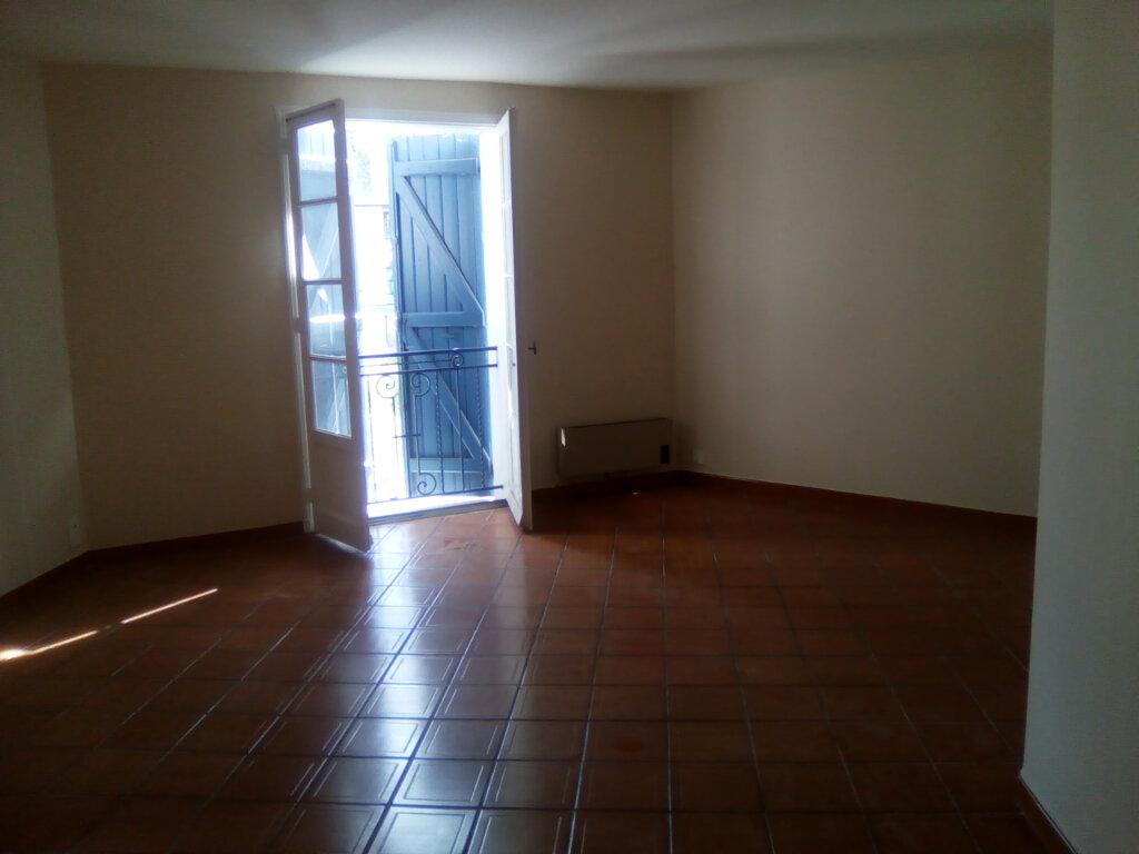 Appartement à louer 3 74.64m2 à Nay vignette-1
