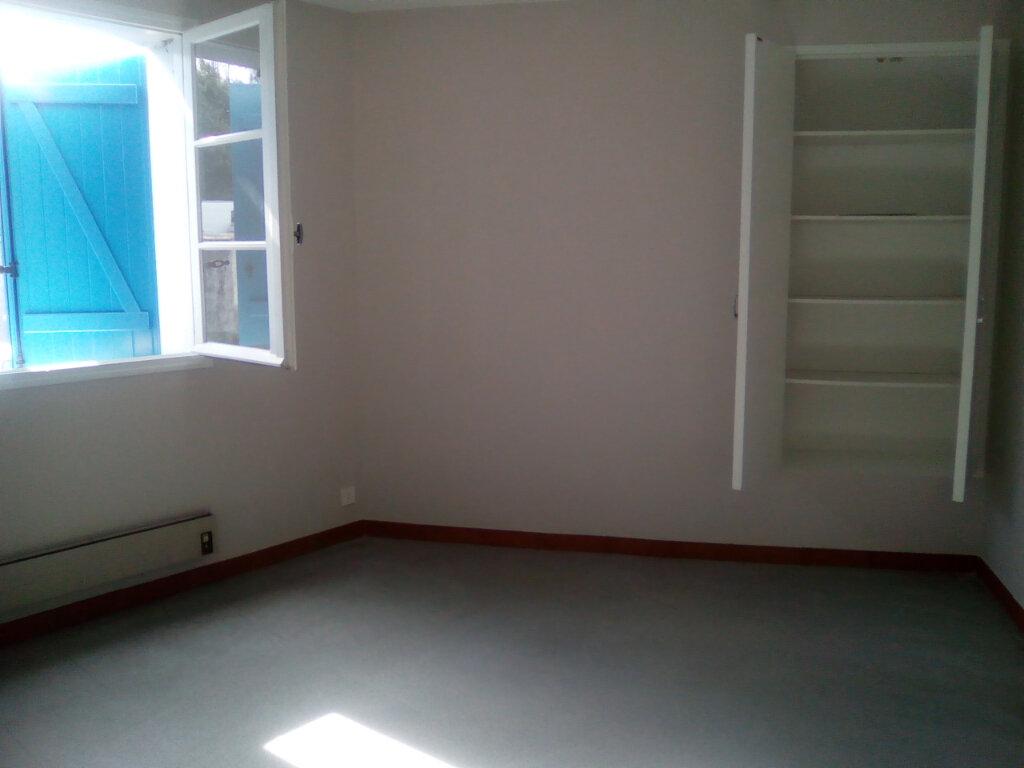 Appartement à louer 3 74.64m2 à Nay vignette-4