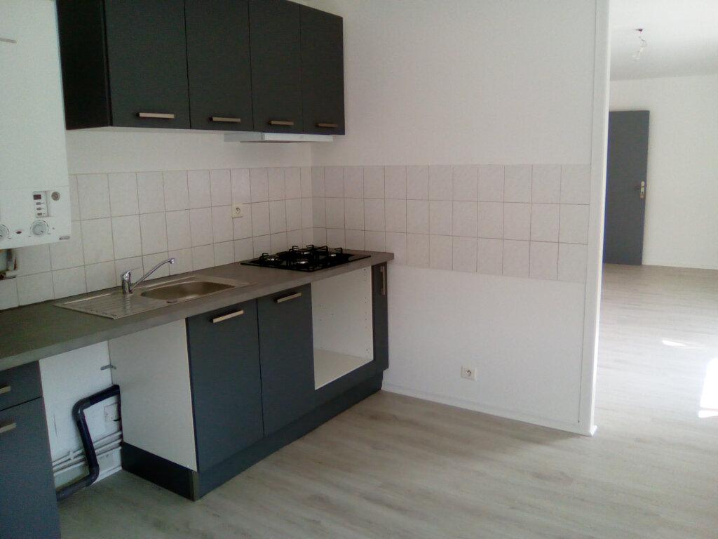 Appartement à louer 3 61.57m2 à Nay vignette-1