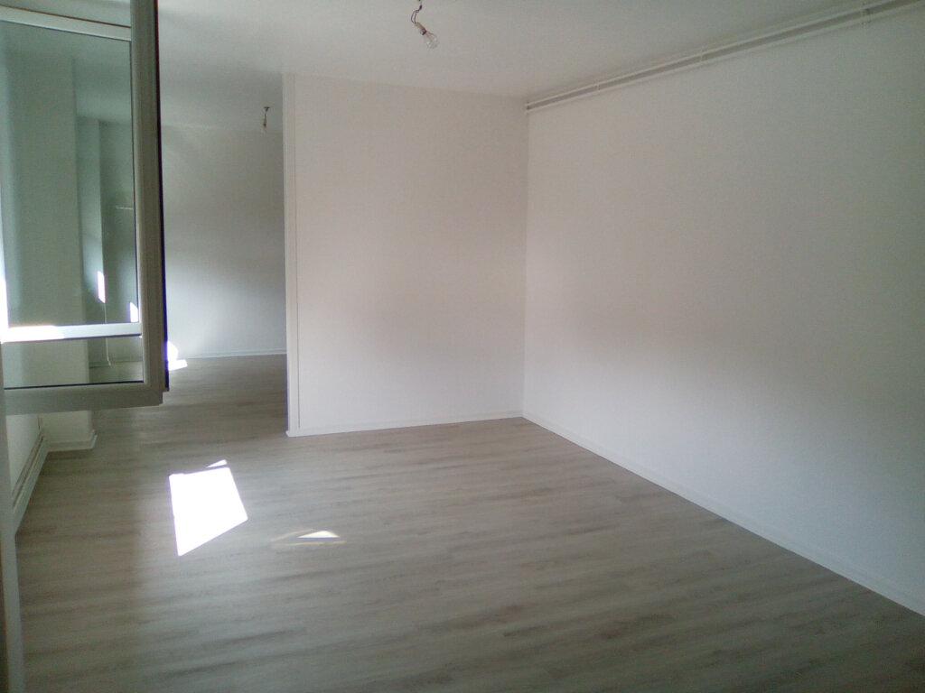 Appartement à louer 3 61.57m2 à Nay vignette-2