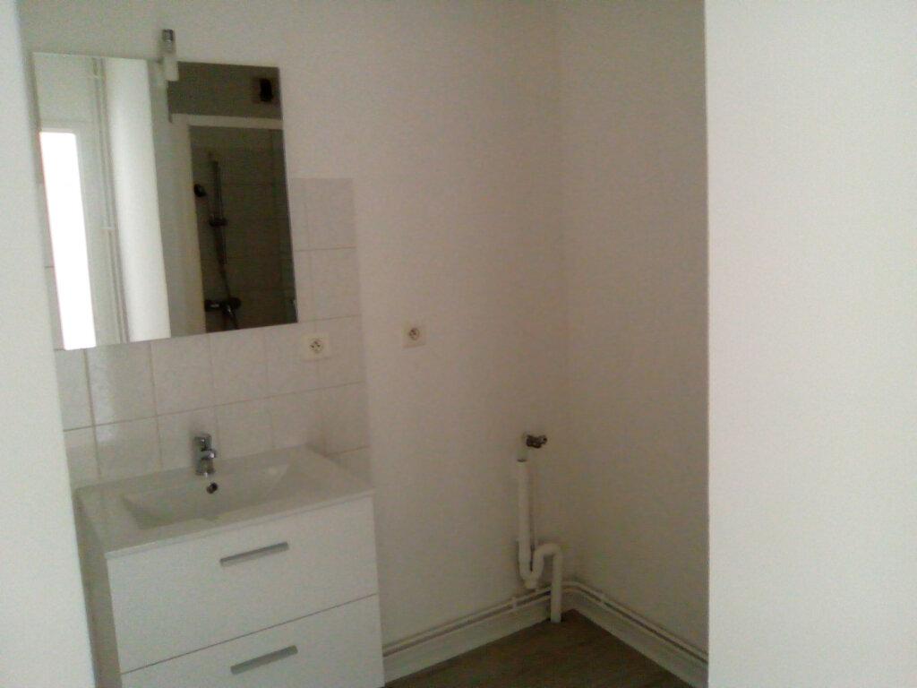 Appartement à louer 3 61.57m2 à Nay vignette-3