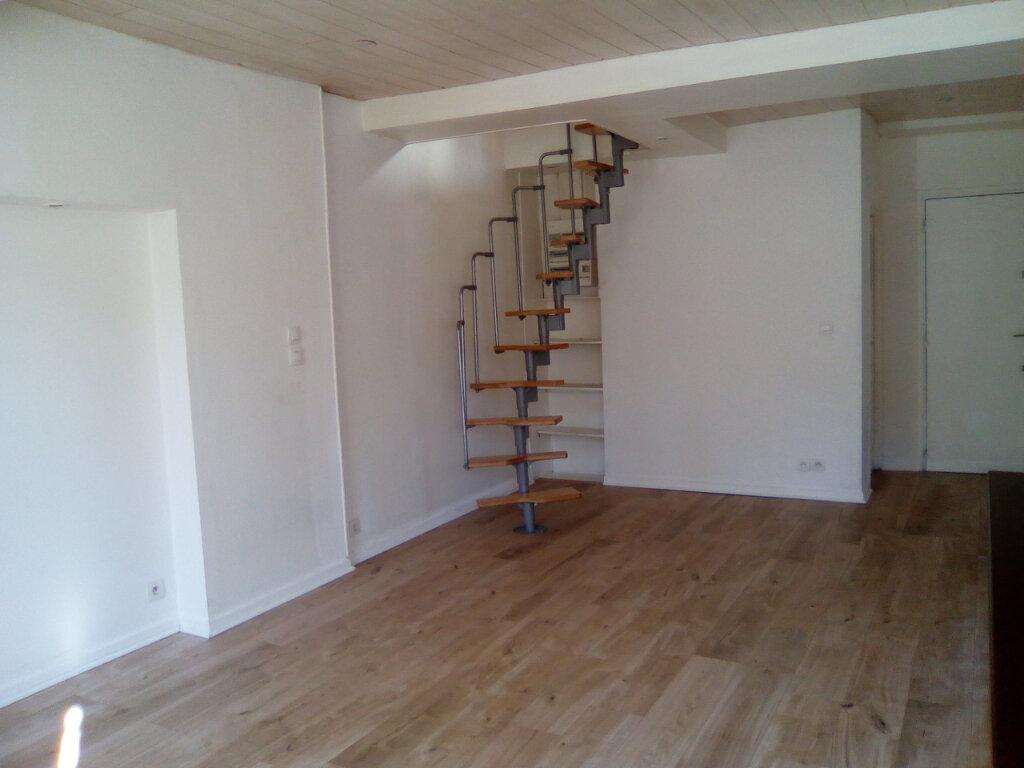 Appartement à louer 3 55m2 à Nay vignette-2