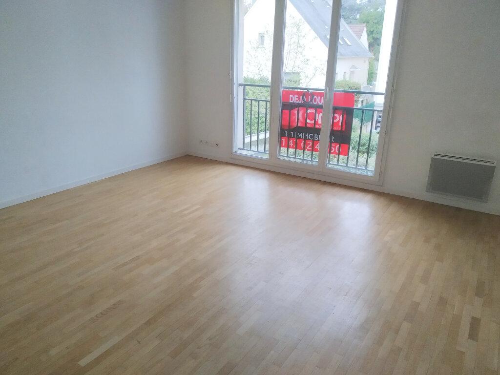 Appartement à louer 2 44.09m2 à Châtenay-Malabry vignette-1