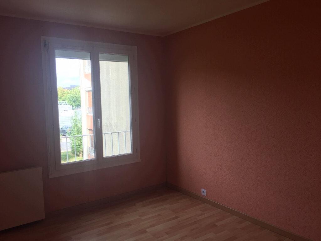 Appartement à louer 4 77.9m2 à Les Ulis vignette-4