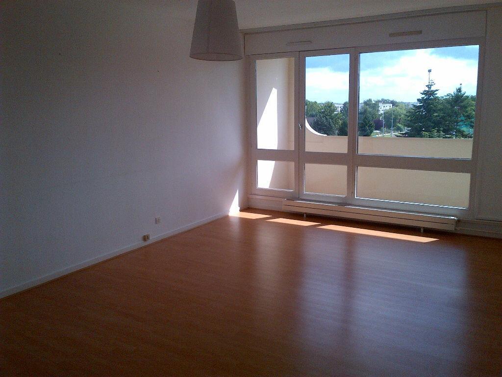 Appartement à louer 2 54.96m2 à Les Ulis vignette-1