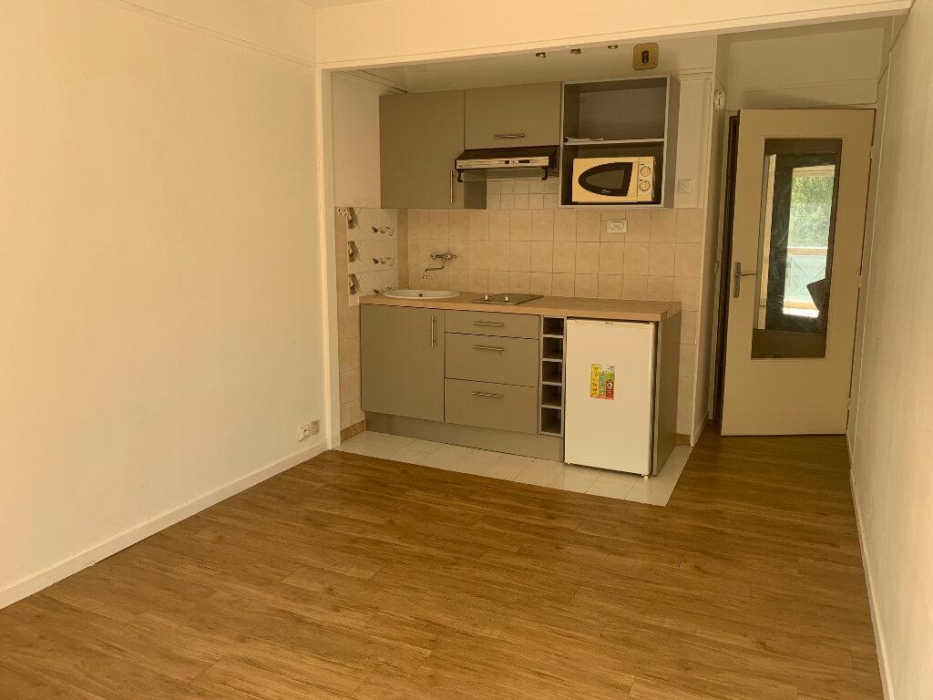 Appartement à louer 1 22m2 à Gif-sur-Yvette vignette-1