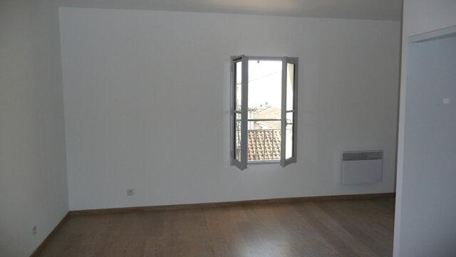 Appartement à louer 4 92.84m2 à Lunel vignette-3