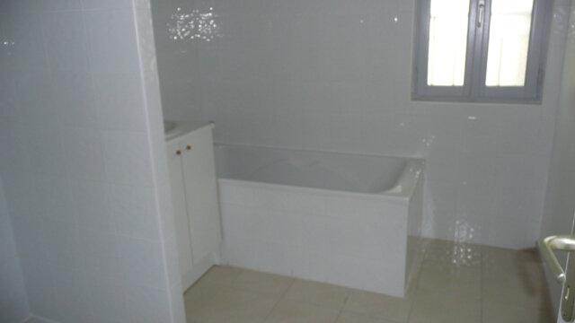 Appartement à louer 4 92.84m2 à Lunel vignette-5