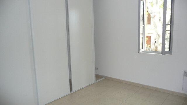 Appartement à louer 4 92.84m2 à Lunel vignette-6