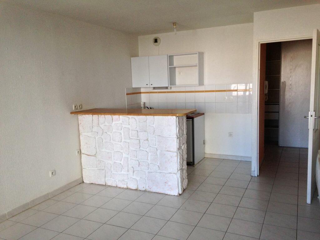 Appartement à louer 2 41.2m2 à Lunel vignette-2