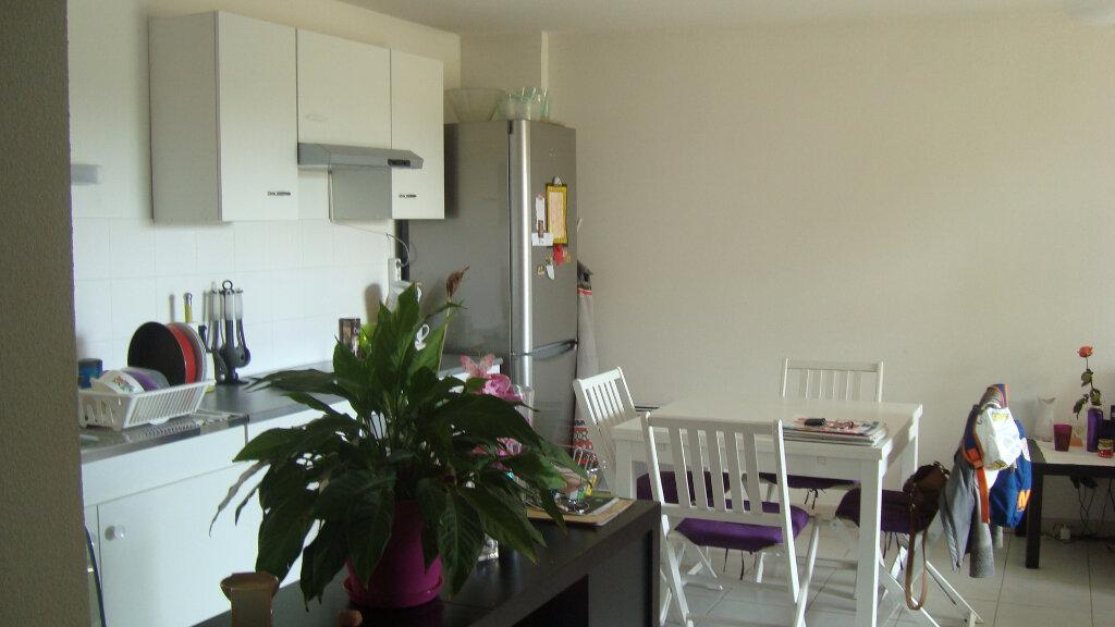 Appartement à louer 3 54.4m2 à Lunel vignette-1