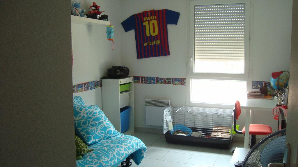 Appartement à louer 3 54.4m2 à Lunel vignette-4