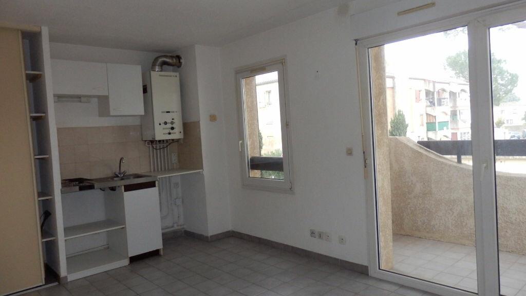 Appartement à louer 2 32.37m2 à Lunel vignette-3