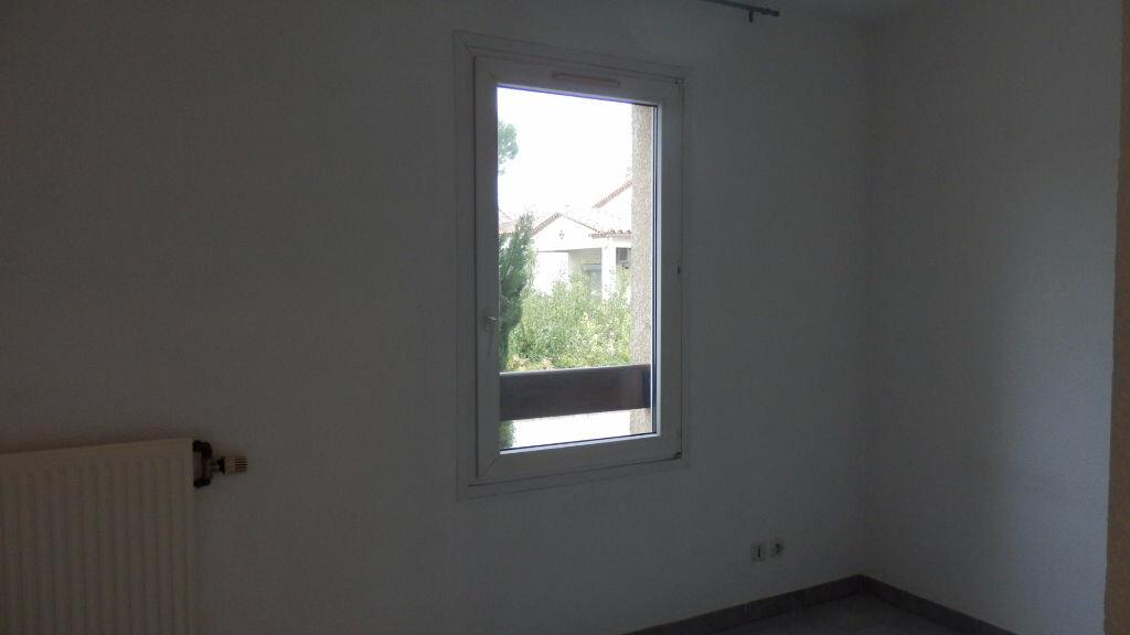 Appartement à louer 2 32.37m2 à Lunel vignette-4