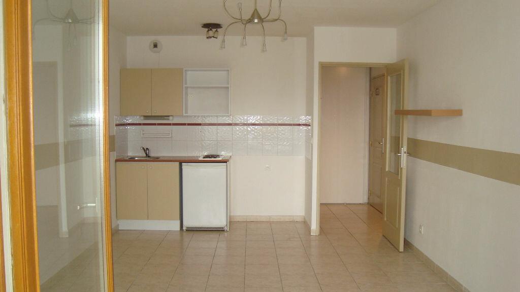Appartement à louer 2 41m2 à Lunel vignette-1