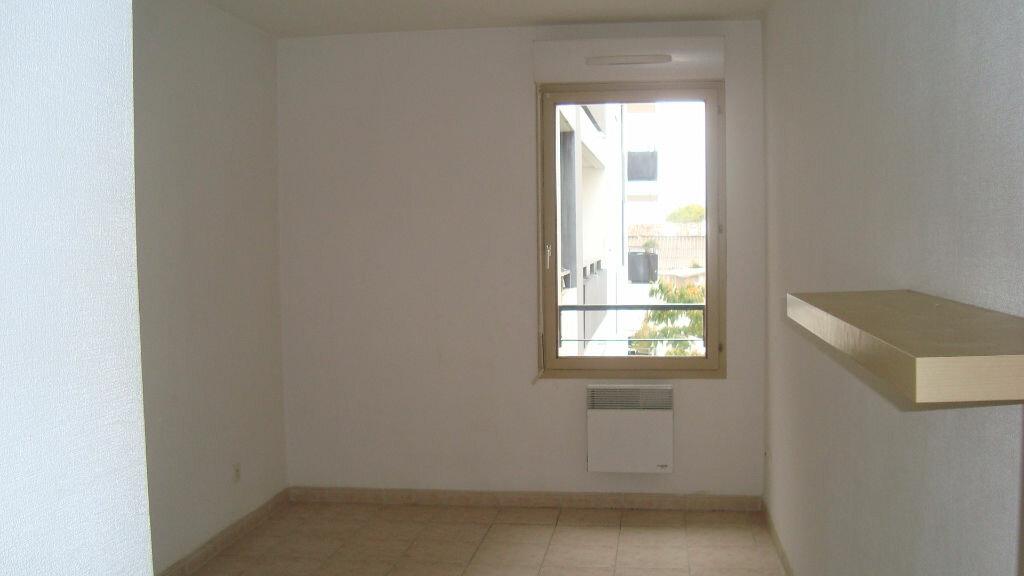 Appartement à louer 2 41m2 à Lunel vignette-2