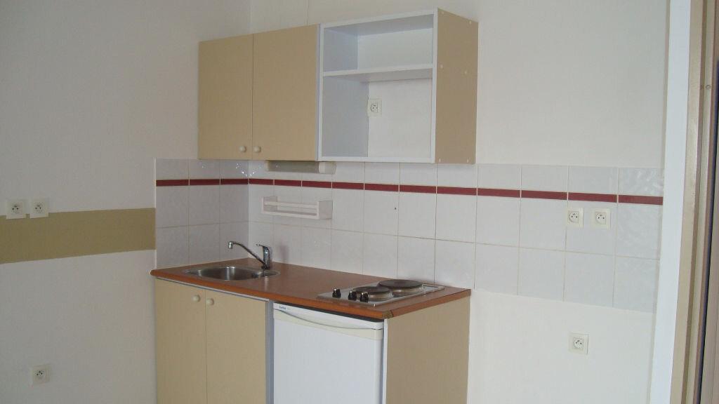 Appartement à louer 2 41m2 à Lunel vignette-3