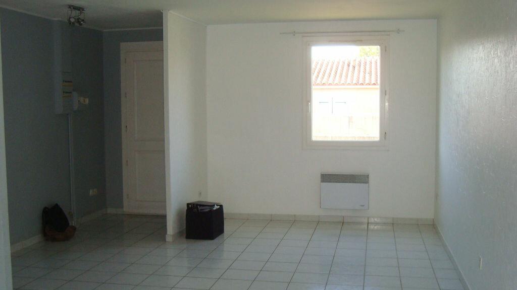 Maison à louer 4 76m2 à Gallargues-le-Montueux vignette-3