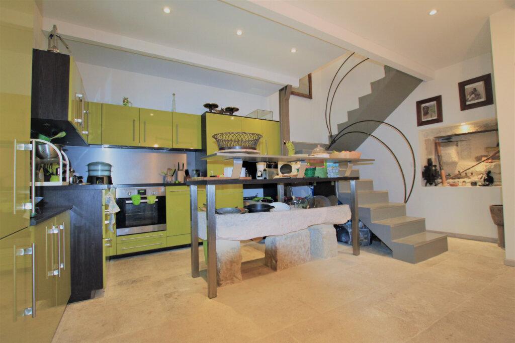 Maison à vendre 5 151.3m2 à Nages-et-Solorgues vignette-3