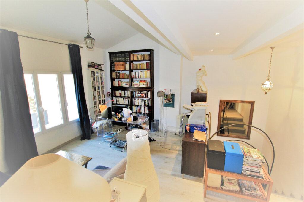 Maison à vendre 5 151.3m2 à Nages-et-Solorgues vignette-6
