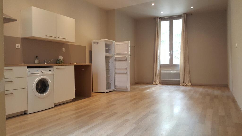 Appartement à louer 3 72.87m2 à Sommières vignette-1