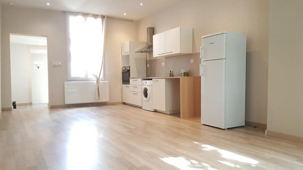 Appartement à louer 3 72.87m2 à Sommières vignette-2
